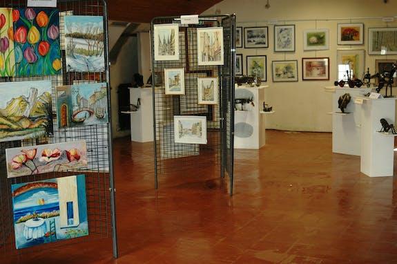 Exposition des œuvres des élèves de l'école de peinture d'AYD'ART