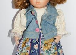 Ausdrucksstarke Porzellanpuppe - hübsches Mädchen mit grossen Augen - aus der